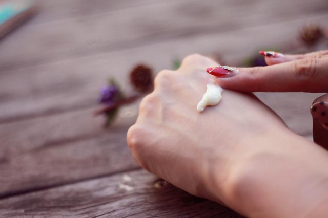 「コントロールジェルME」の体験談をご紹介♪ムダ毛処理は「抑毛ジェル」がお肌に優しくて効果長持ち!?